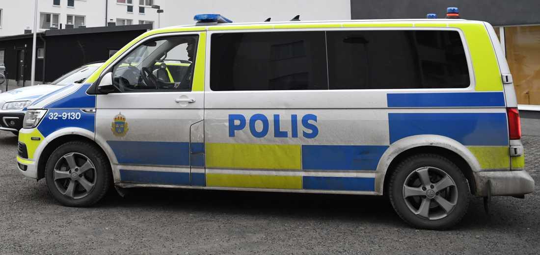 Polis på plats i bostadsområdet