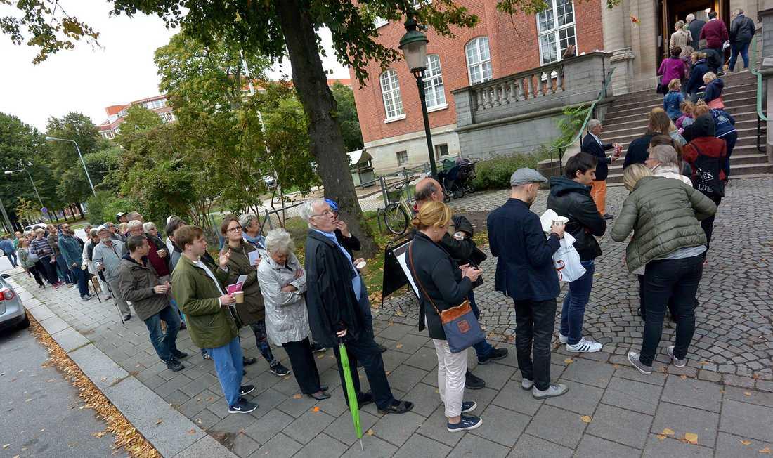 Lång kö för att rösta i Malmö.