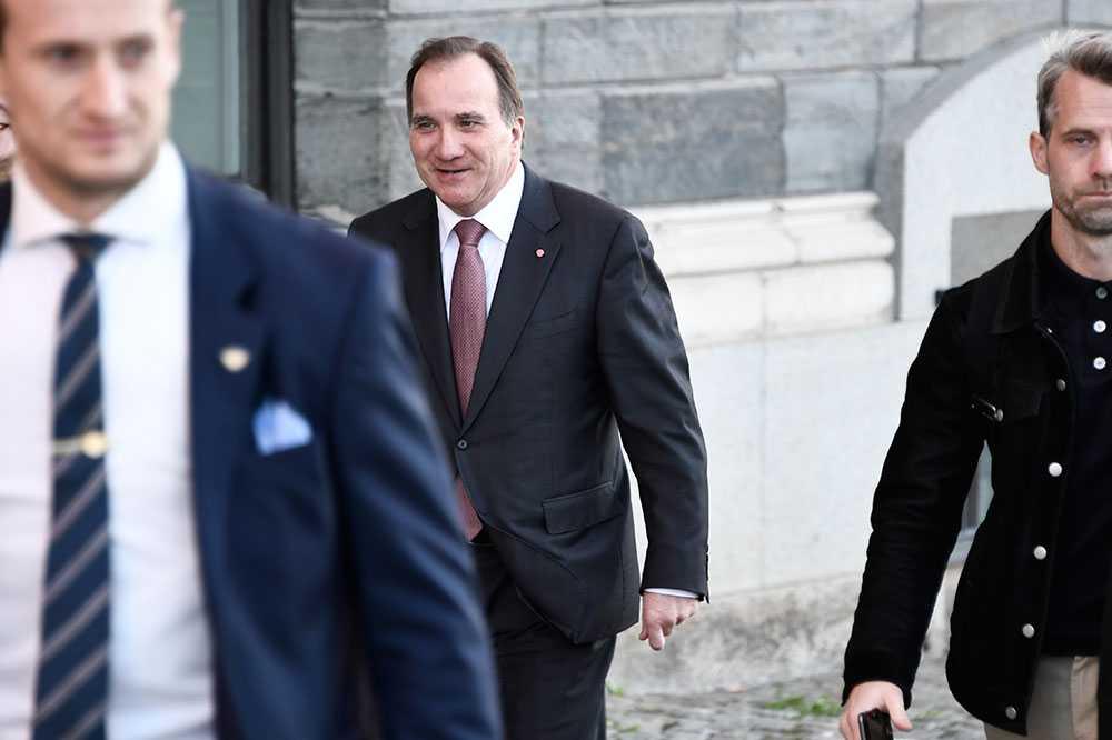 Stefan Löfven anländer till mötet med talmannen