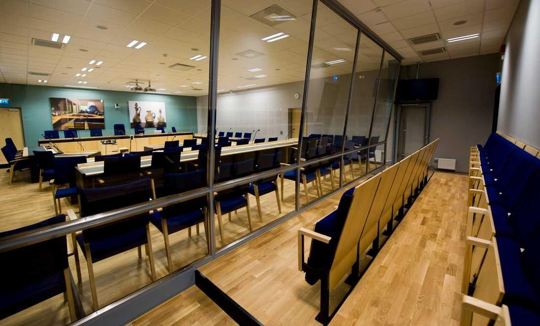 Många rättssalar står tomma när rättegångar ställs in. Arkivbild