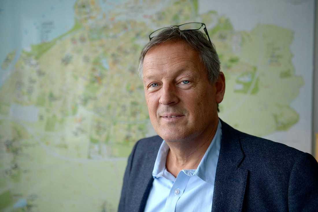 Anders Malmquist är grundskoledirektör och tidigare lärare. Ytterst är det han som har ansvaret för att lösa Malmös skolekvation med många nya elever och alltför få skolor.