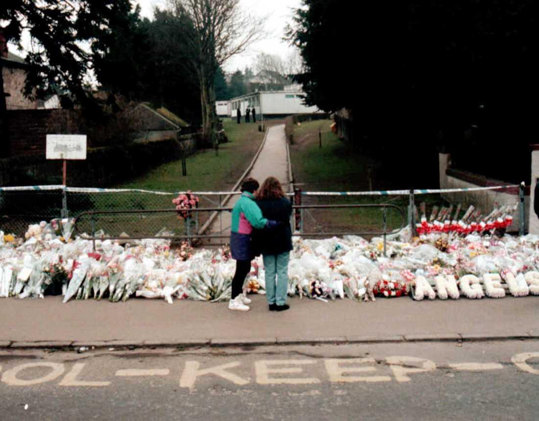 1996 mördades 16 skolbarn av Thomas Hamilton i Dunblane i Skottland.