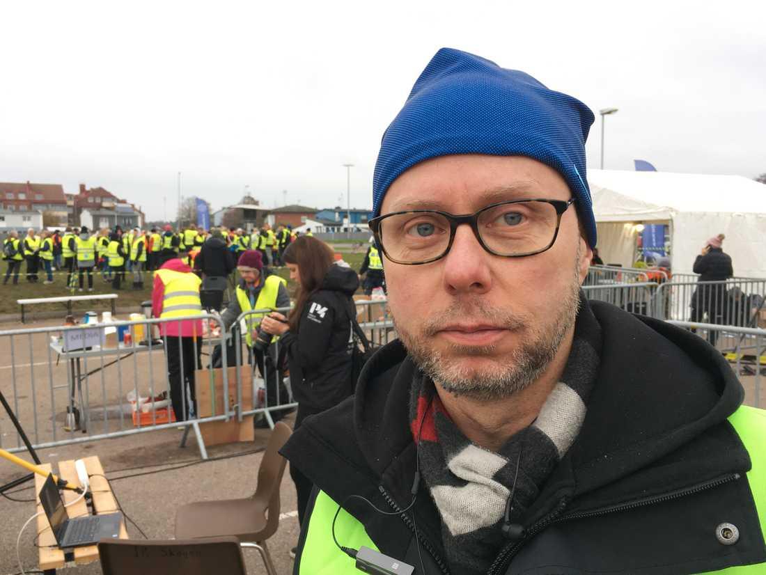 Jörgen Olsson, talesperson för Missing People, är en av alla volontärer som tagit sig till Falkenberg för att delta i sökandet.