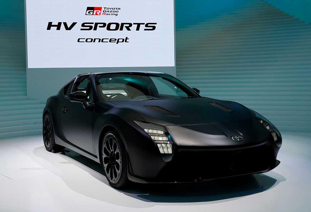Toyota GR HV Sports Concept. Racingbil med hybriddrivlina under huven. Jo, vi tackar! En unik detalj är växellådan som har både manuellt och automatiskt läge. Men du kan låta bilen växla helt på egen hand.