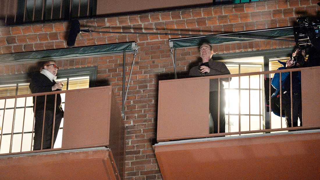"""Inspelning av """"Beck"""" med Peter Haber och Ingvar Hirdwall som grannar på var sin balkong."""