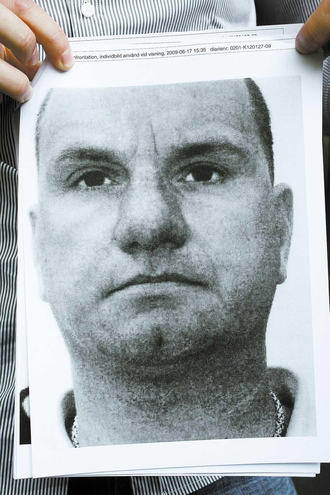 erkänner Håkan Hedning, 41, har tidigare dömts för flera våldsbrott. 1997 åkte Hedning in på sex år för grovt rån. 2003 dömdes han för medhjälp till grovt rån.