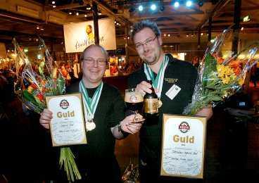 svenskt är bäst Imperial Stouts blev årets öl. Daniel Eriksson från Slottskällans bryggeri och Leif Nilsson från Nils Oscars bryggeri fick guldmedaljer.