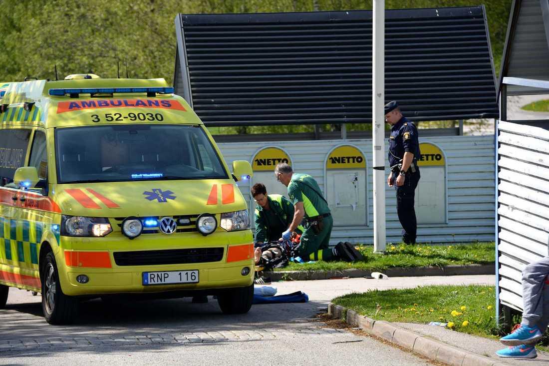 Mopedisten ska enligt uppgift ha jagat honom innan mannen blev påkörd.