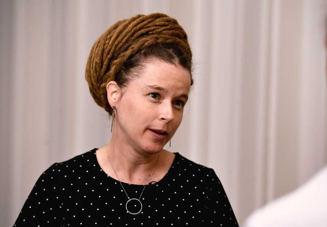 Kultur- och demokratiminister Amanda Lind (MP) under pressträffen i Stockholm.