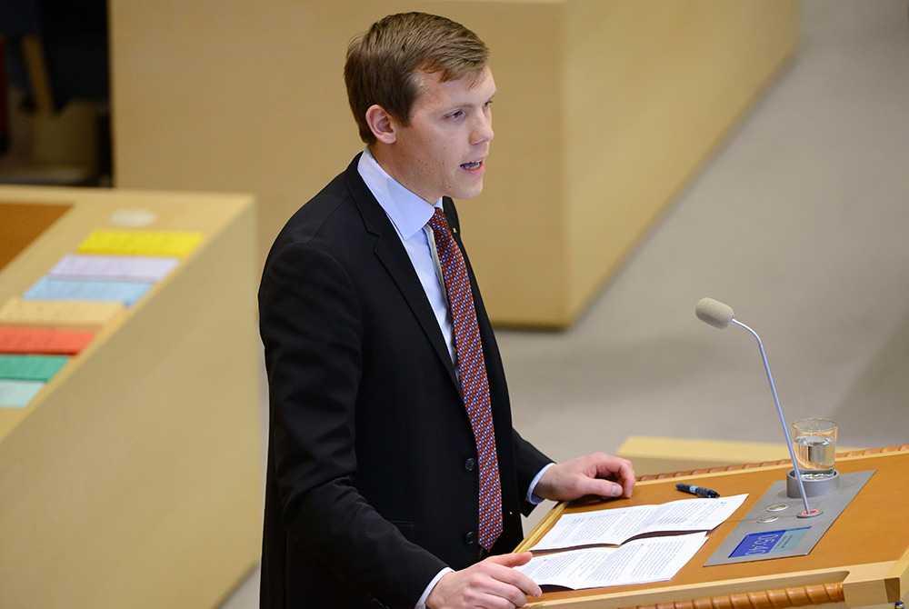 """""""Jag tror att alla politiker känner ödmjukhet inför den här frågan. Det handlar om svåra avvägningar"""", säger Johan Hultberg (M)."""