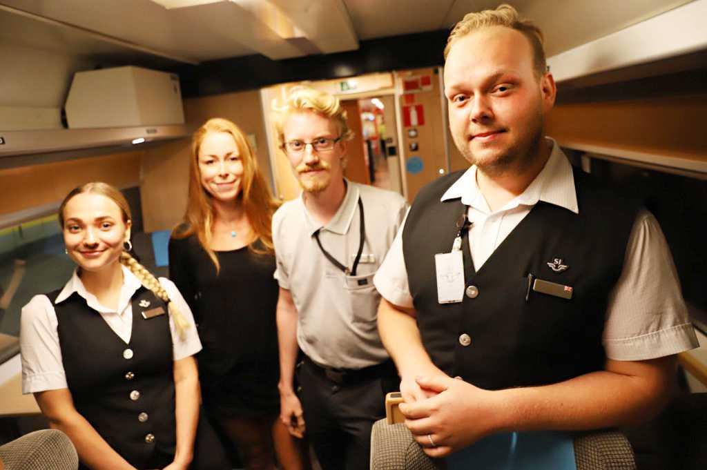Tågvärden Sara Holgersson, passageraren Christine Günther, tågvärden Rasmus Södergren och lokföraren Christer Karmfält.