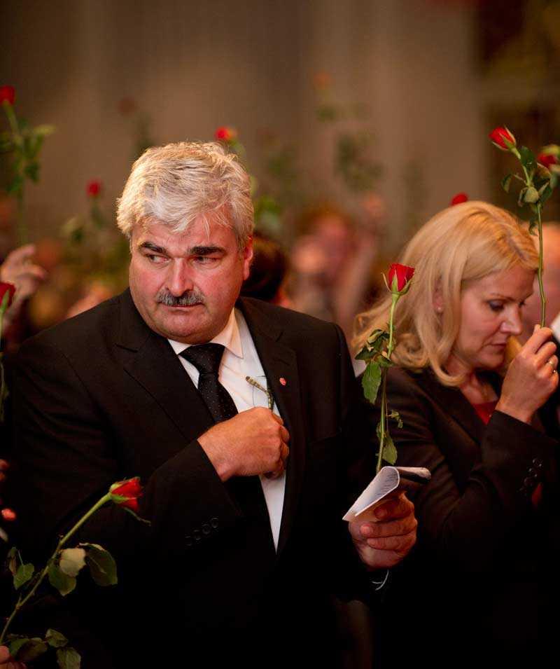 Socialdemokraternas partiledare Håkan Juholt var också på minnesstunden.