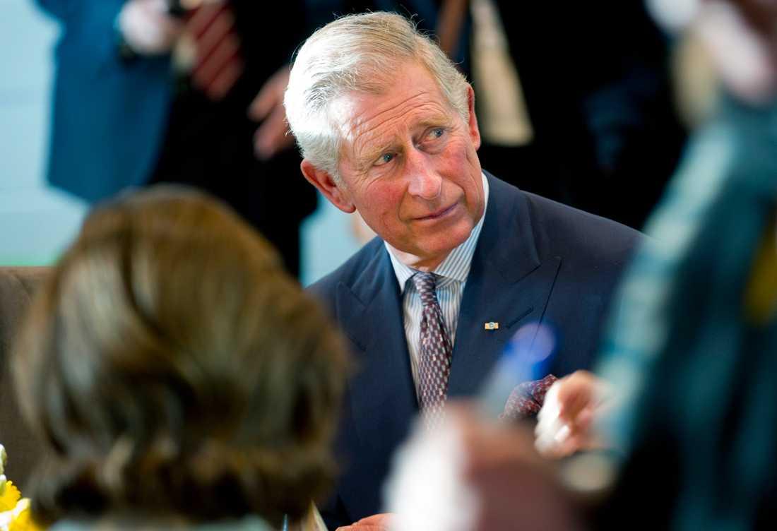 """Prins Charles vänner rasar mot Netflix skildring av honom i """"The Crown""""."""