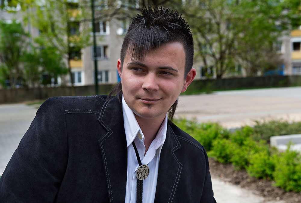 Med en pappa från Polen. David Janiczak, ordförande för Jobbik i Ozd. Hans pappa är invandrare från Polen.