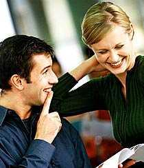 Vägen till framgång? Flörta mer på jobbet - det hjälper dig att lyckas, anser grundarna av karriärnätverket Klara K.