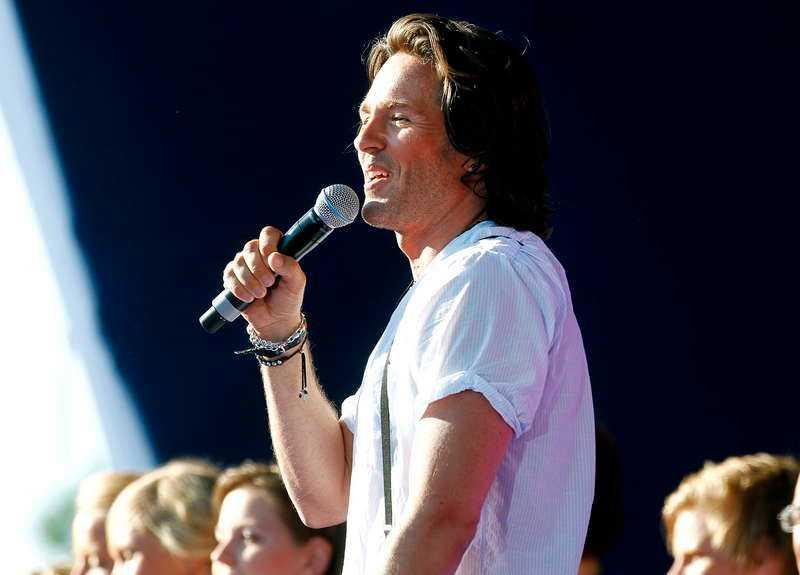 Peter Jöback hyrdes in för att uppträda under eventet.
