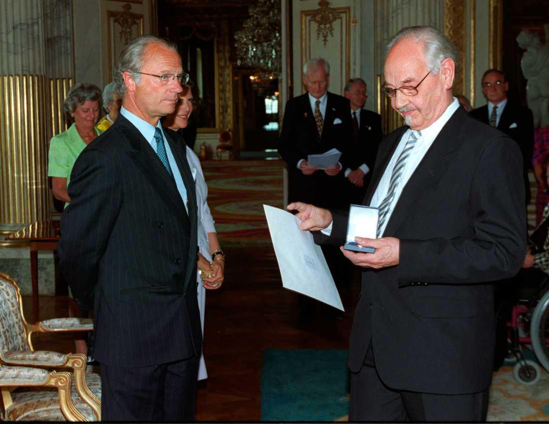 Lennart Hellsing i möte med kungaparet 1999.