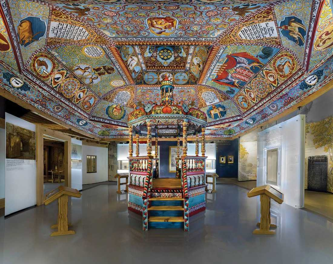 På judiska museet i Warszawa får besökarna möta konstnärer, vetenskapsmän och författare – alla polska judar.