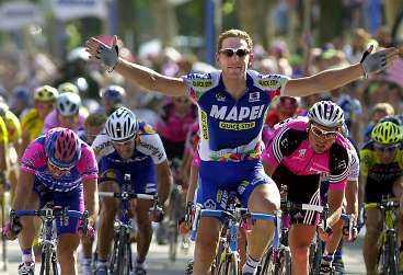 """SMUTSIG SPORT? Skandalen kring Giro d""""Italia växer dag för dag - 86 misstänks nu för brott. Marco Pantani & Co får det tufft om de ska försöka tvätta bort cykelsportens fuskstämpel."""