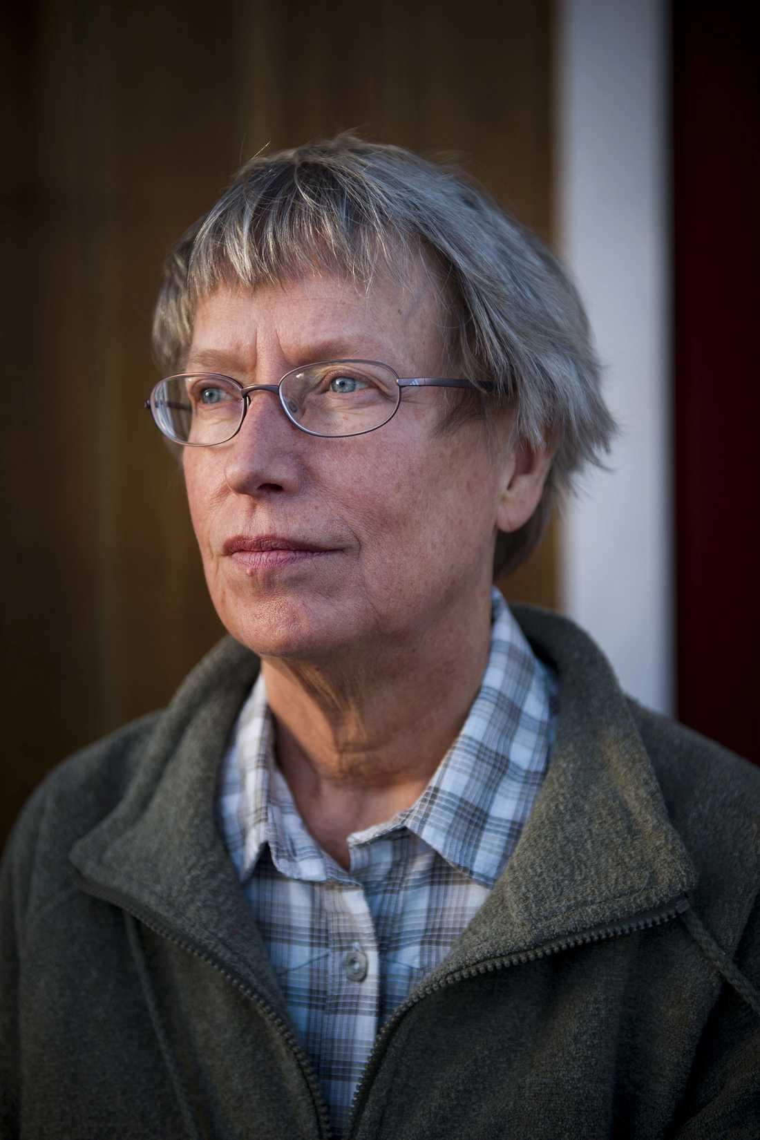 """KNÄCKT AV UTNÄMNINGEN LCHF-gurun Annika Dahlqvist, 62, kände sig helt tillintetgjord sedan hon utnämnts till Årets förvillare 2009. """"Jag har kunnat gå vidare tack vare stödet från familjen"""", säger hon."""