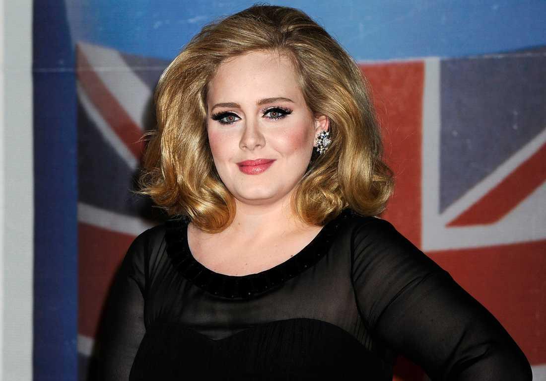 Adele uppges vara i extas över nyfödde sonen.