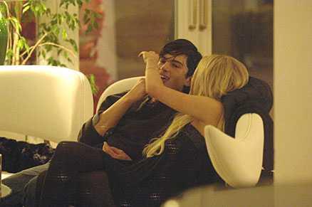 Lindsay hade en flirt med servitören Alessandro Di Nunzio på Capri.