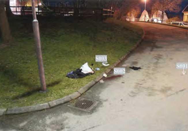 Här, utanför Östra skolan i Katrineholm, skedde mordet, den 14 maj förra året.