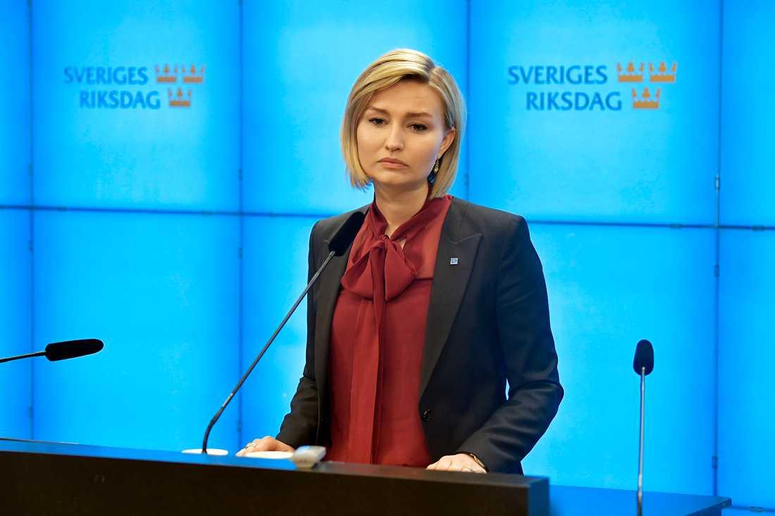 Även KD-ledaren Ebba Busch Thor höll presskonferens efter C-beskedet.