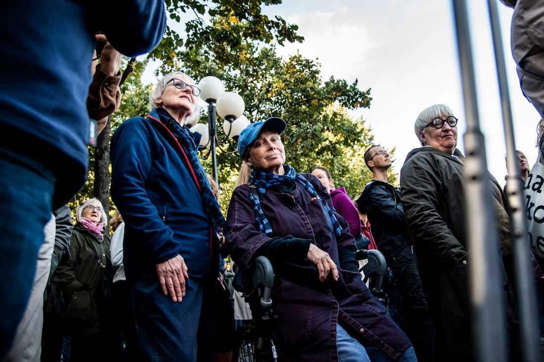 Astrid Lande, 79, och Kerstin Hallman, 75, hade nappat på Greta Thunbergs inbjudan att delta i klimatstrejk.