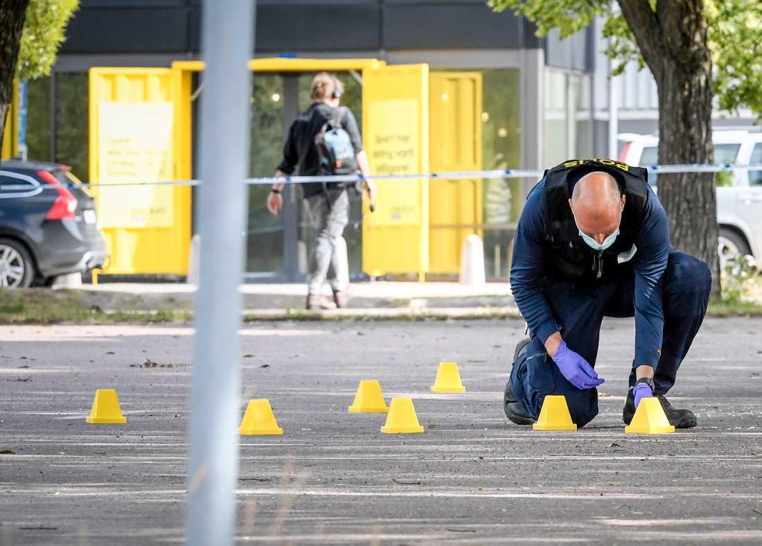 En person har dött efter en skjutning vid köpcentret Kupolen i Borlänge