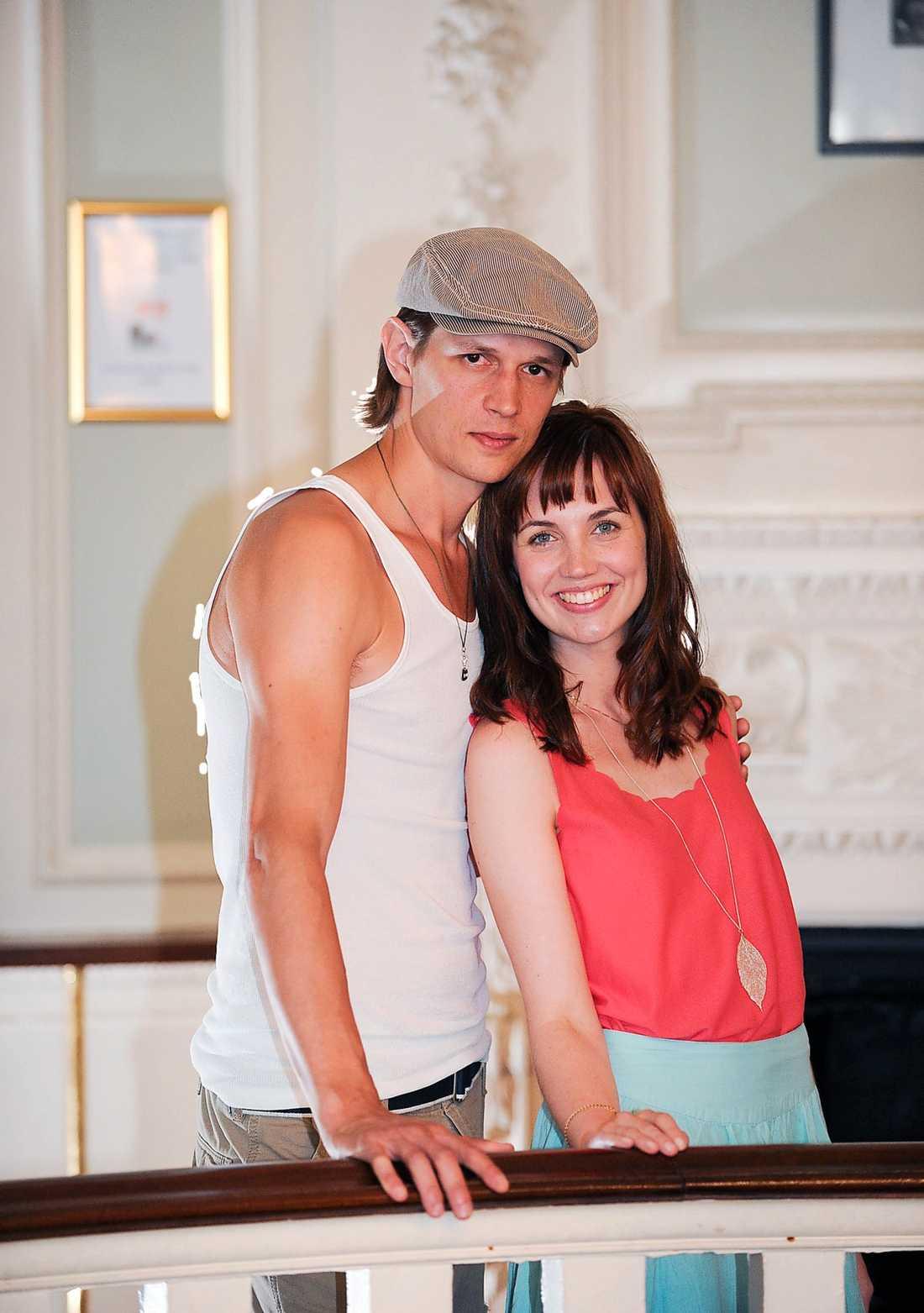 NYA JOHNNY OCH BABY  Pascal Jansson och Emilia Ödling Runsteen gör de ikoniska rollerna.