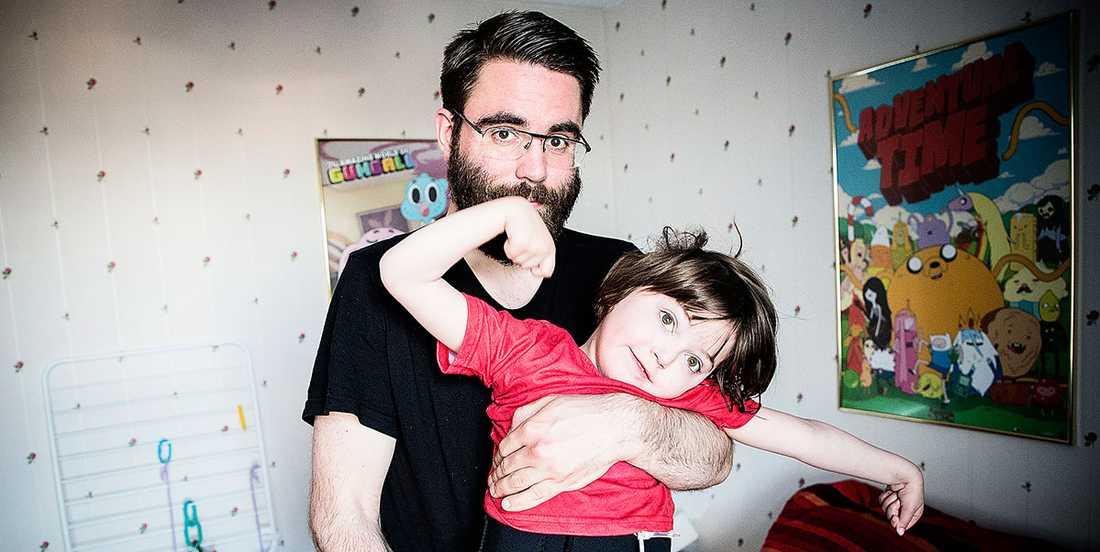 """""""I funktionsrättsrörelsen finns fortfarande en oro för att man bara fläskar på med valfläsk nu"""", säger Jonas Lundmark, pappa till svårt funktionshindrade Selma, 6."""