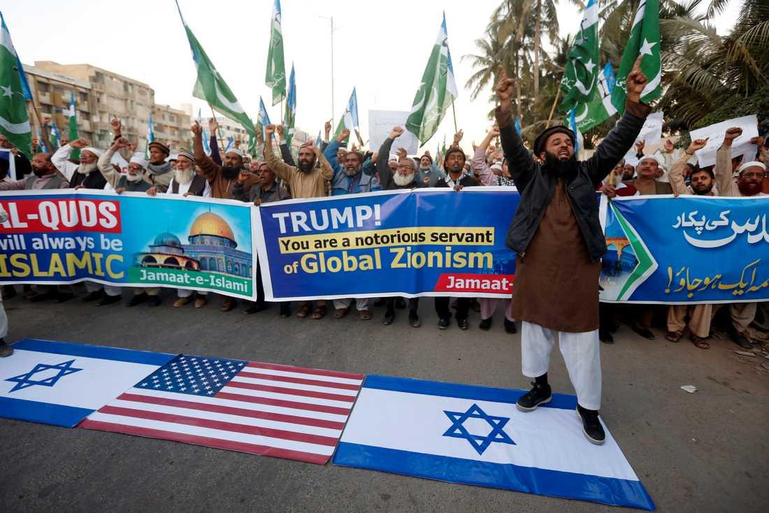 Även i Pakistan demonstrerade människor mot Trumps beslut