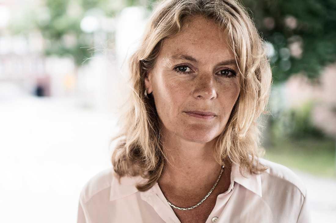 """En månad har gått sedan 30-åriga Malin Blom blev påkörd på Södermalm. Nu har hon vaknat ur koman och kan kommunicera med familjen. """"Vi jublade och grät när hon sa 'hej' första gången"""", säger hennes mamma Jenny."""