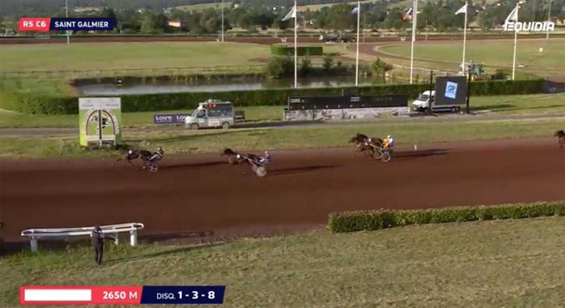 Här vinner treåriga Fripouille med sin tränare Ludovic Peltier i sulkyn. Det var hästens andra seger i andra starten.