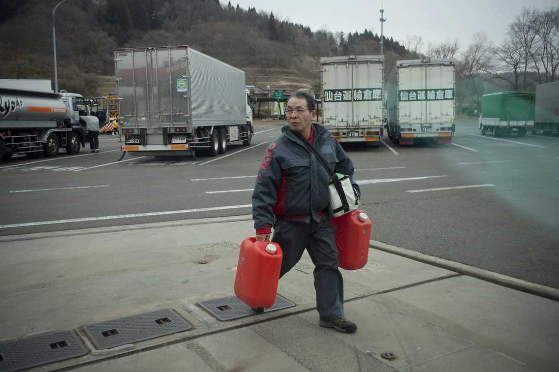 Till varje fordon får det köpas ungefär 20 liter bensin eller diesel.