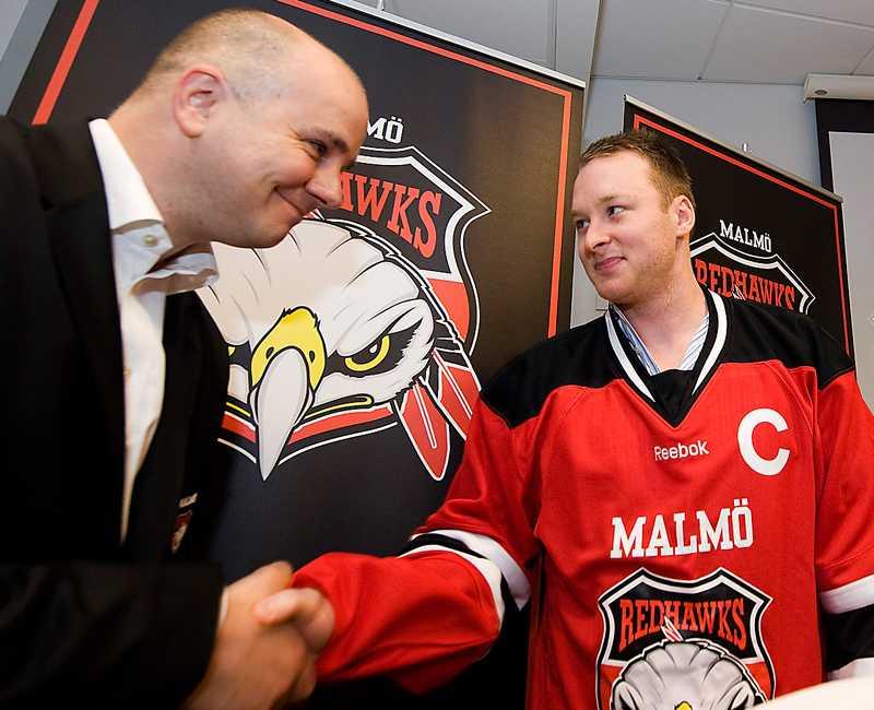DÅ  Sportchefen Stefan Nyman, nyförvärvet Linus Klasen, vd:n Anders Olsson och Hugo Stenbeck nöjda i maj 2011. I dag är läget annorlunda.