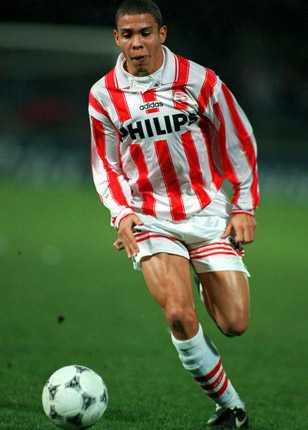 Första matcherna i Europa gjorde Ronaldo med PSV Eindhoven i Holland. Succén var total – 42 mål på 46 spelade matcher.