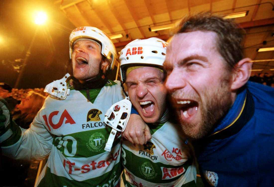 Fosshaug vrålar ikapp med Daniel Svedberg och Ted Andersson 2001.