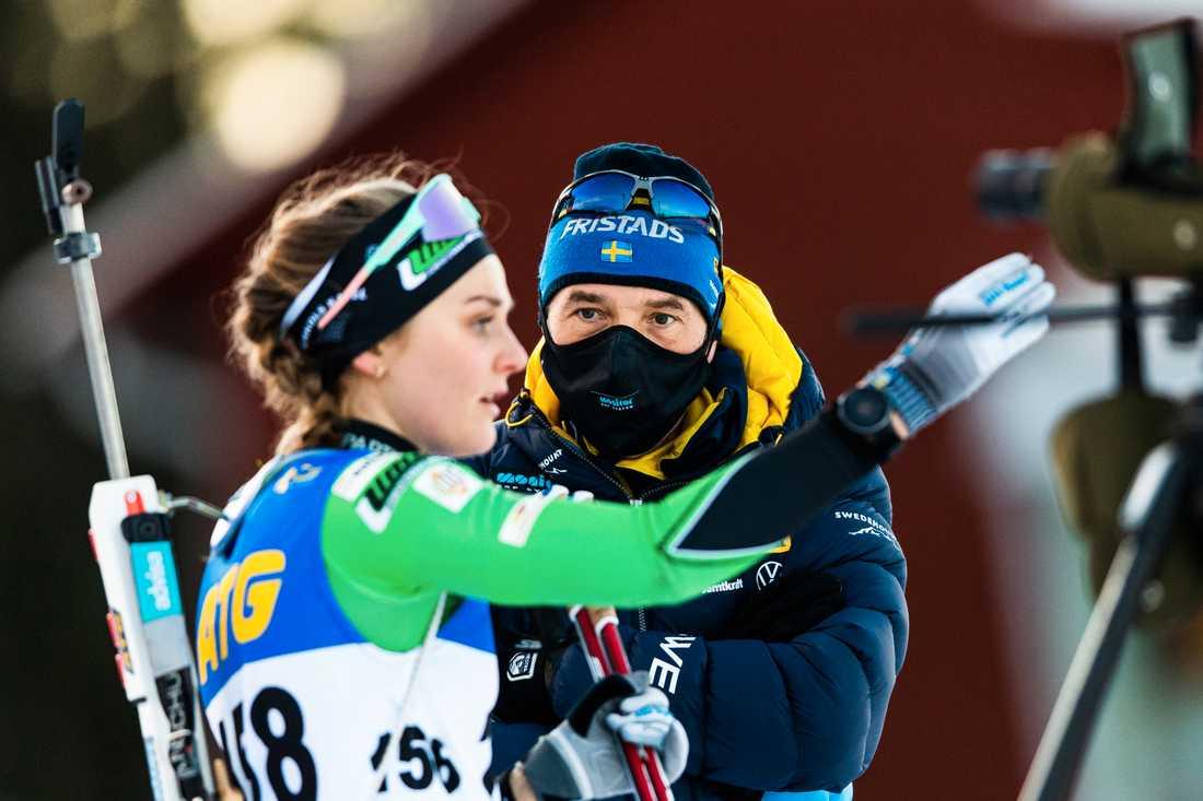 Stina Nilsson och skyttetränare Jean-Marc Chabloz.