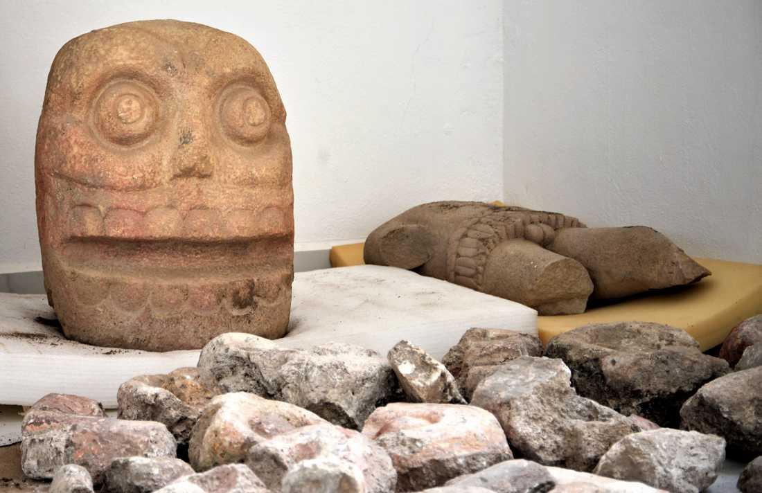 Statyn av Xipe Totec. Liknande avbildningar har hittats tidigare men det är första gången som arkeologer säger sig ha funnit ett helt tempel tillägnat guden. Bilden är från oktober 2018.
