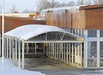 HÄR SLÅR HAN TILL En mystisk man smyger sig in i Vadsbro gymnasieskola i Mariestad och kletar ner toaletterna med bajs.