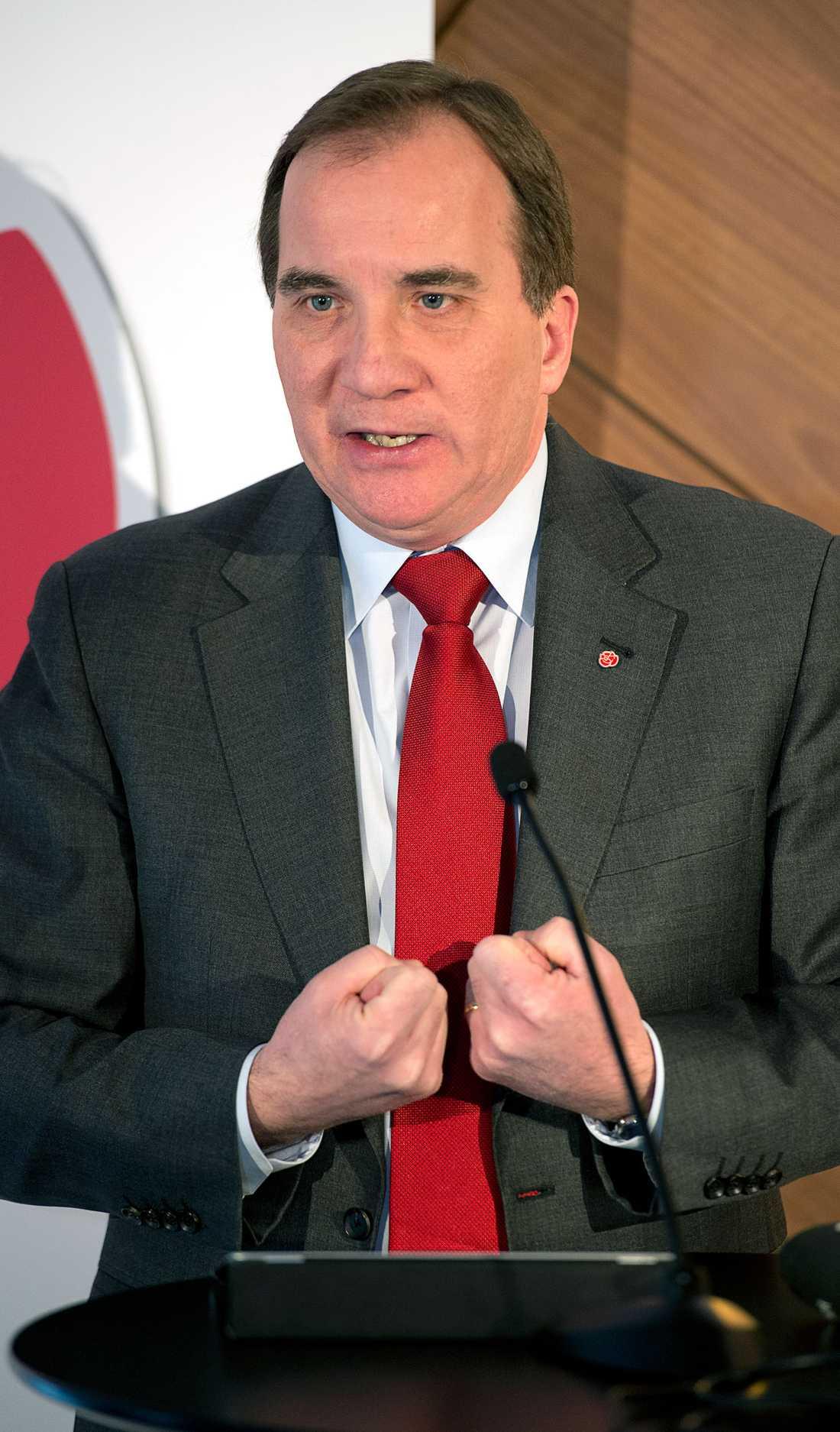 S-ledaren Stefan Löfven anklagar regeringen för brist på konkreta förslag.