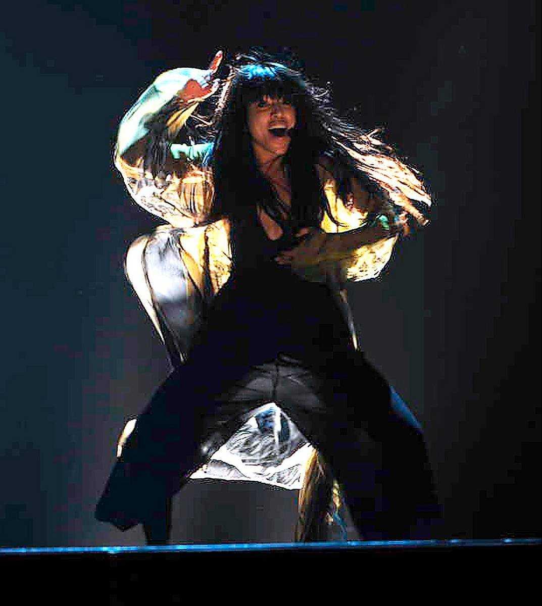 Eurovision-vinnaren ska hjälpa X-factor vinna tittarkriget.