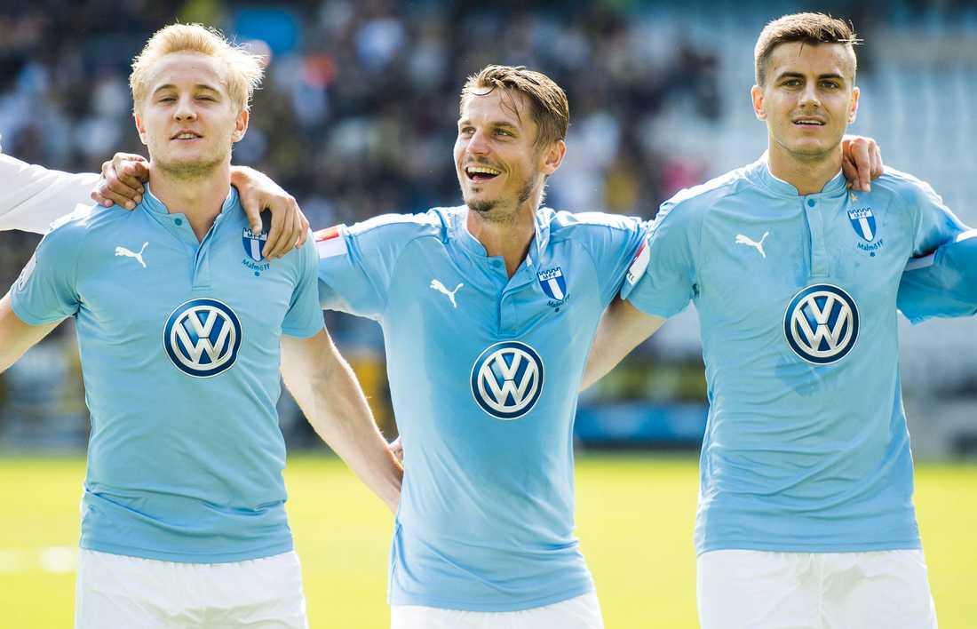 Malmö FF:s Franz Brorsson, Markus Rosenberg och Alexander Jeremejeff jublar efter 2–0-segern.