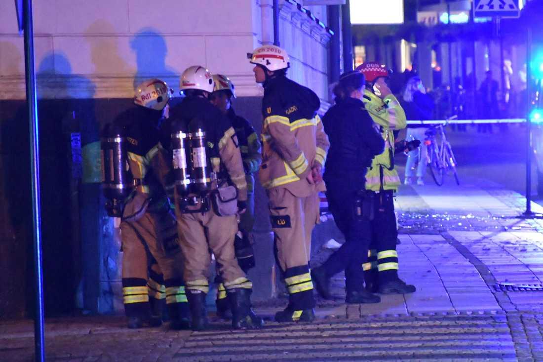 En vattenläcka uppstod i huset efter explosionen, enligt räddningstjänsten.