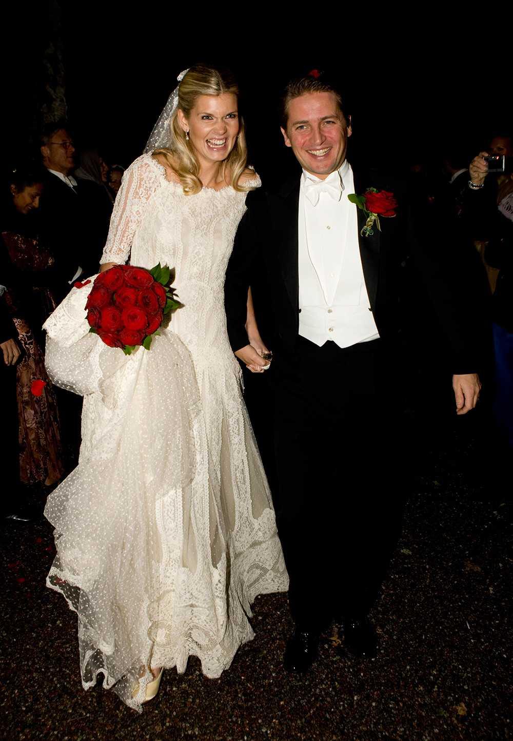 Före detta modellen Filippa Hagman valde en romantisk spetsklänning och en lång slöja på sitt bröllop med Oscar Forsberg 2008. Brudbuketten bestod av djupröda rosor.