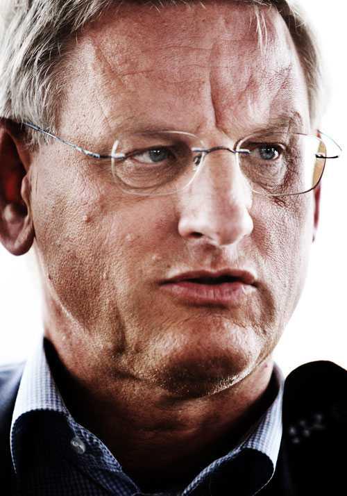 Utrikesminister Carl Bildt (M) var ledamot i Lundin Oils styrelse mellan 2000 och 2006.