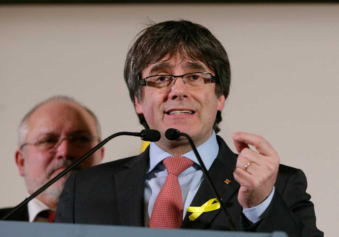 Den avsatte regionpresidenten Carles Puigdemont talade från Bryssel där han gick i självvald landsflykt när centralmakten i Madrid tog över makten i Katalonien.