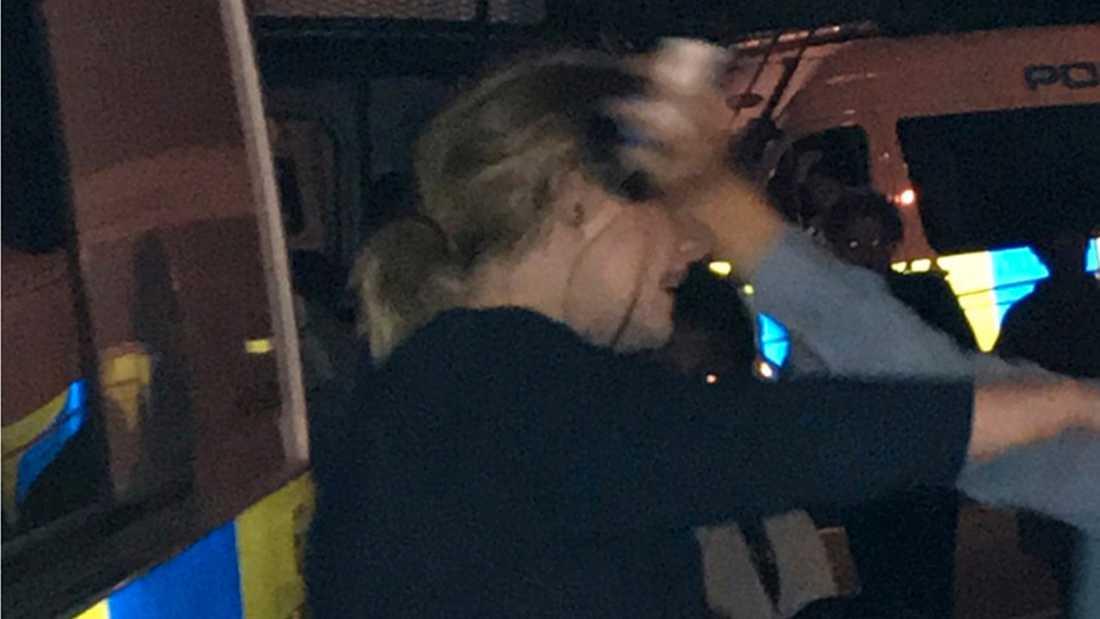 Adele på besök vid Grenfell Tower i London för att stötta offren för branden där.